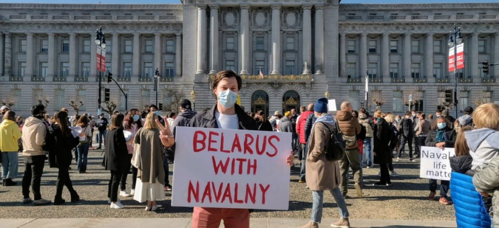 Belarusians joined the anti-Putin rally in San Francisco | 'Free Navalny!' Russian expats hold an anti-Putin rally in San Francisco — LiveFEED