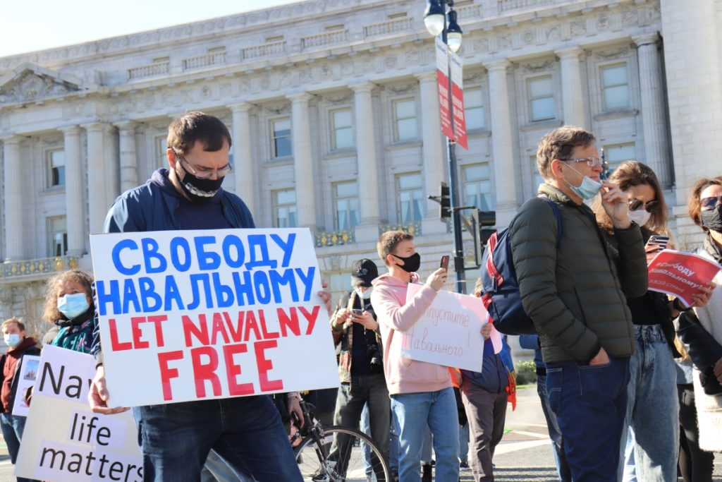 'Free Navalny!' Russian expats hold an anti-Putin rally in San Francisco — LiveFEED